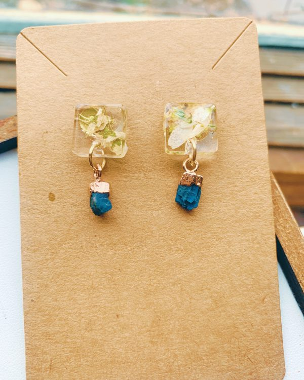 Neon Apatite Drops with Resin and Flowers